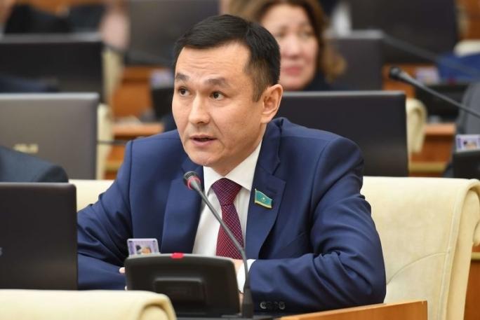 Казахстанцы берут кредиты с целью «сохранить лицо» — Конуров
